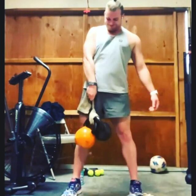 Strong KB pulls courtesy of Coach Pat Cushing in Campbell, CA 💪🏼👊🏼  @cushhhhfit Awesome way to enhance kettlebell work with your training straps, Pat! Thanks for sharing all the innovative training methods!!