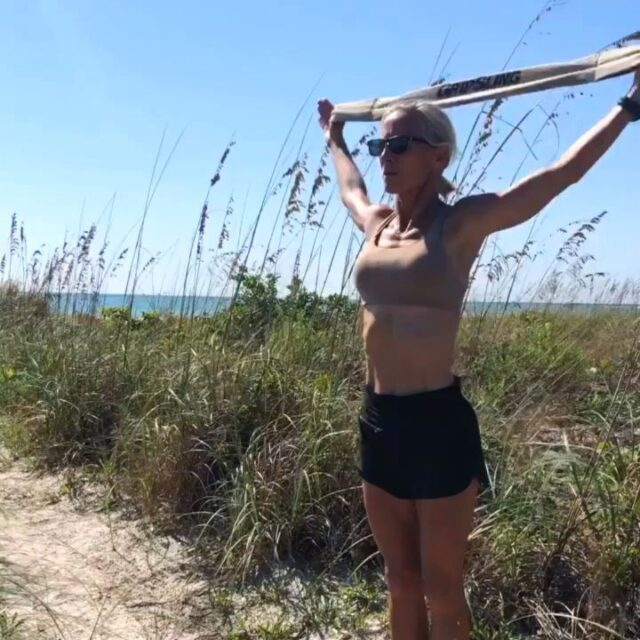 Effective movements for posture and shoulder health by @theback50ksm 💪🏼🤙🏼  @theback50ksm Great spot for some mobility work, Kathe! Thanks for bringing us on your awesome adventures!! 🌊☀️
