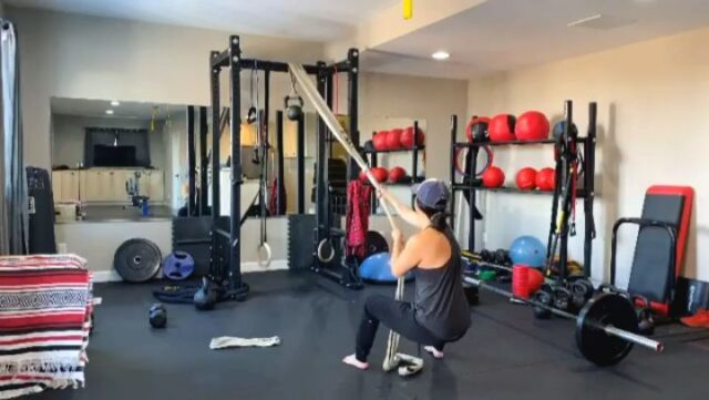 Versatile pull work courtesy of Mobility Coach @wildhairdontcare 💪🏼💪🏼  @wildhairdontcareThanks for sharing all the effective training methods, Allison! Love your creativity and insight 🤙🏼