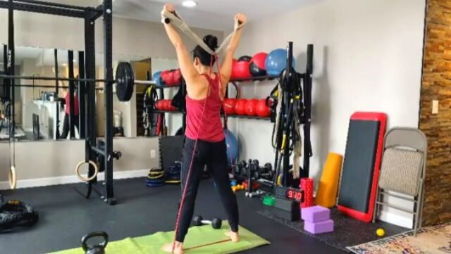 """Mobility Coach @wildhairdontcare with a solid #GripSling #resistanceband and #kettlebell workout 🔥🔥🔥  """"The short handle @GripSling straps are so versatile and help me hit movements that once were only possible with a cable machine."""" -@wildhairdontcare"""
